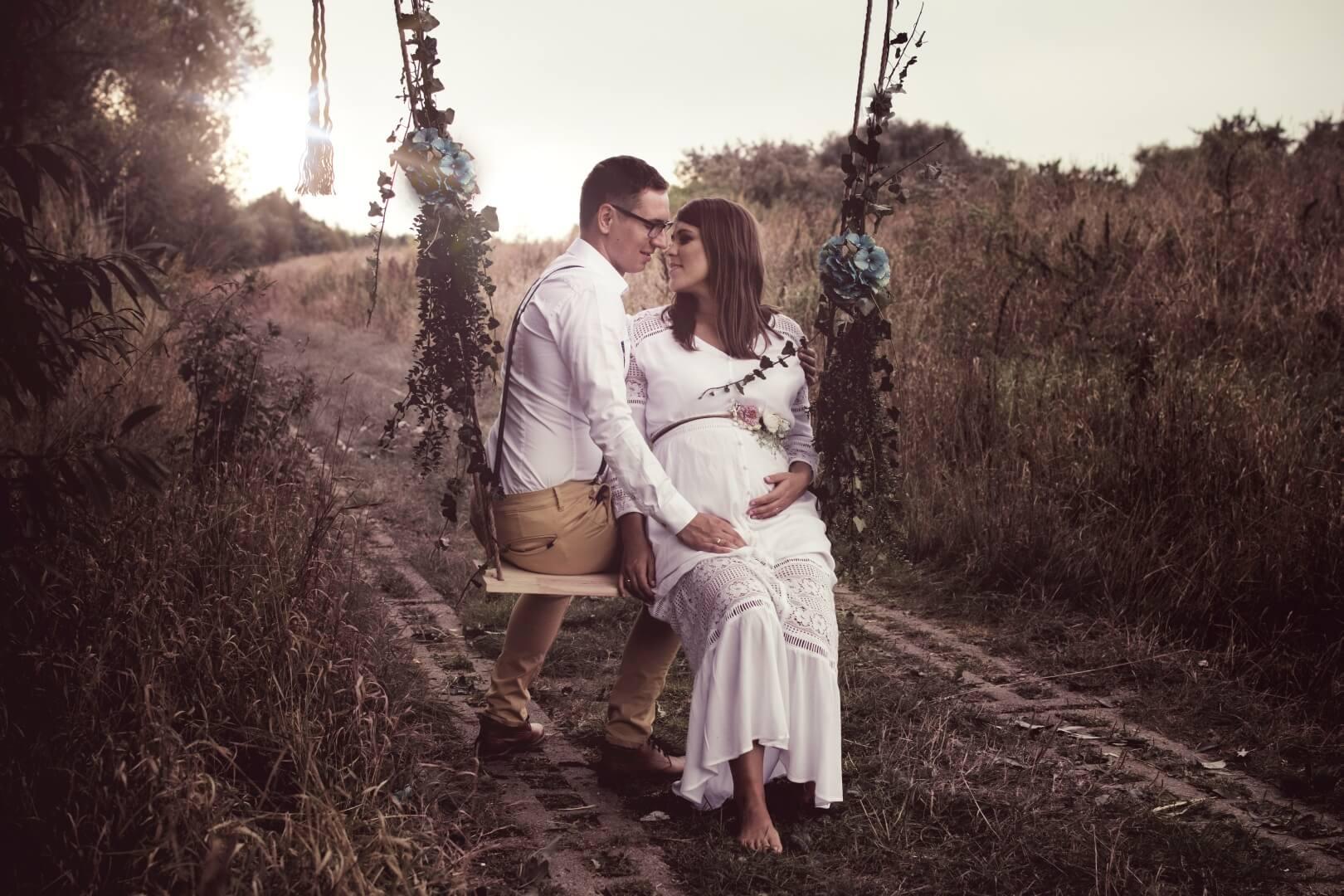 Zdjęcie ciążowe na huśtawce 03