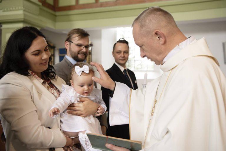 przejdź do opisu fotografii chrztu